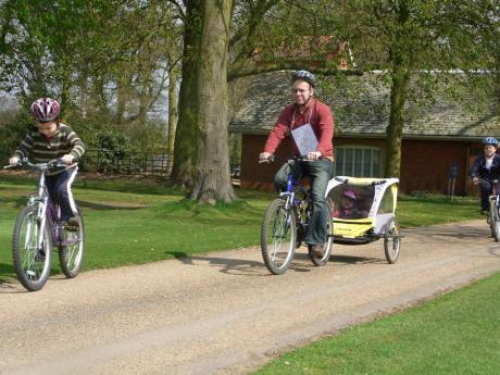 Family goes cycling in Grimsthorpe Park
